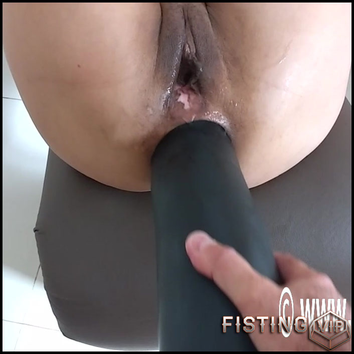 Amateur Huge Dildo Anal Ride