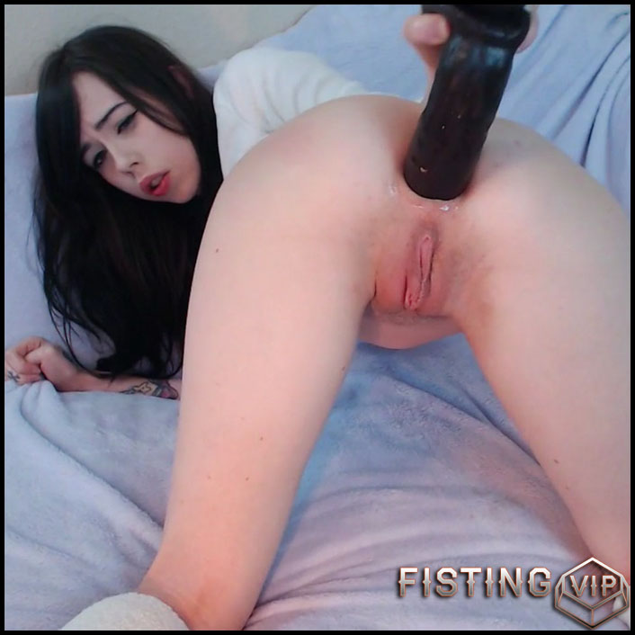 Ebony Teen Sucking Dildo