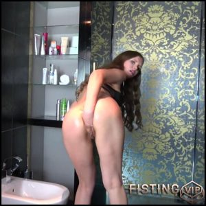 Cute and skinny german girl anal fisted and loose rosebutt – Full HD-1080p, anal fisting, solo fisting (Release June 28, 2018)