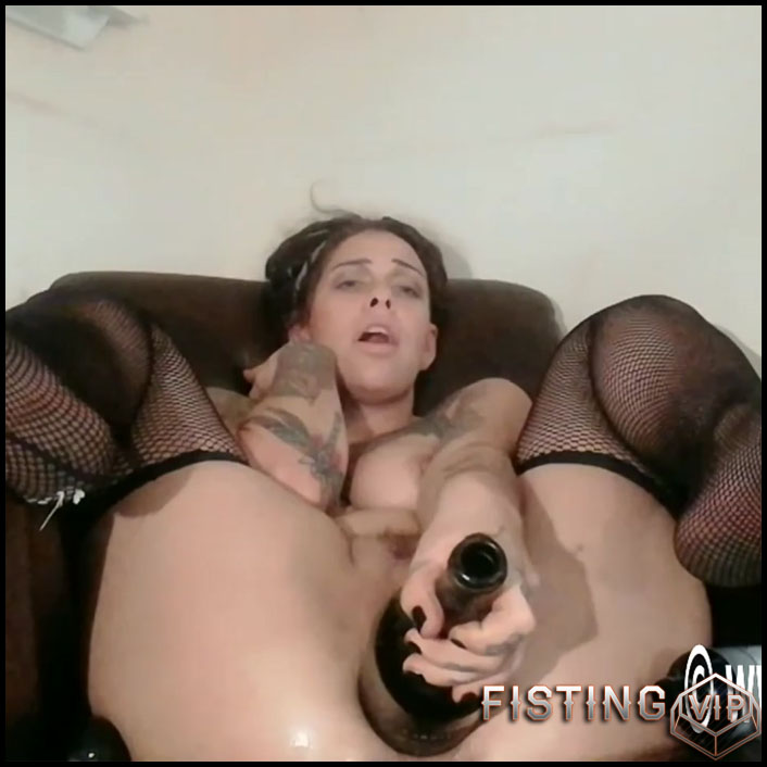 Fatty tattooed girl extremistkinkster bottle and fist penetration in cunt - HD-720p, pussy fisting, solo fisting, wine bottle (Release June 9, 2018)