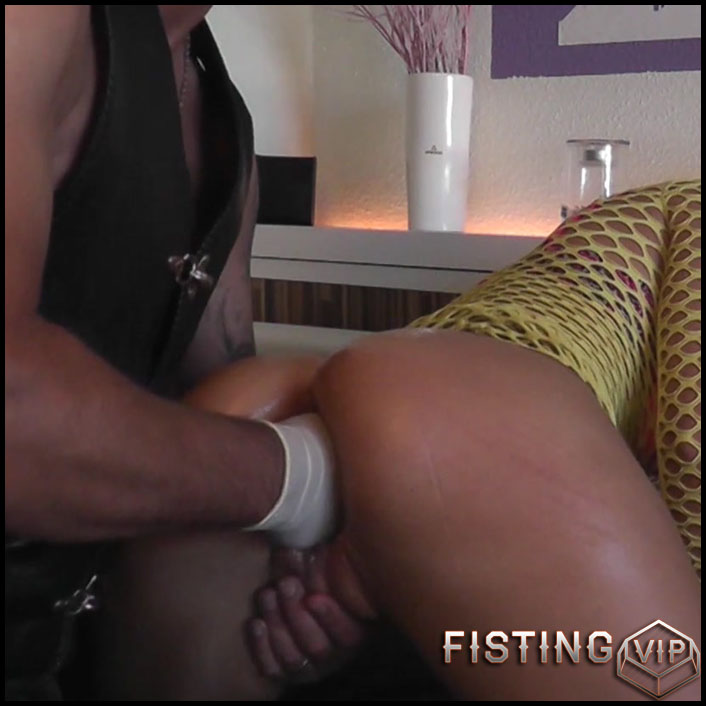 Husband wear leather suit and fisted his wife - Full HD-1080p, amateur fisting, couple fisting (Release June 23, 2018)