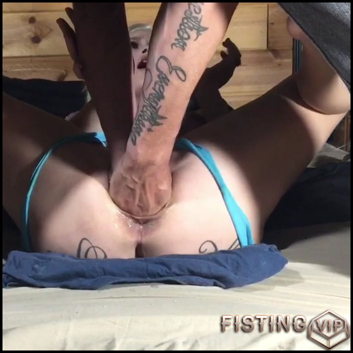 LilySkye gets double fisted and rides on a epic bad dragon dildo - HD-720p, bad dragon dildo, double fisting, pussy fisting (Release June 23, 2018)