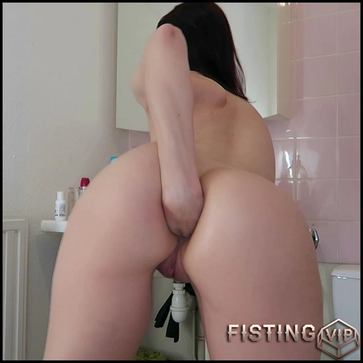 Mylene anal with bottles, fisting, gapes in the bathroom - Full HD-1080p, bottle anal, solo fisting (Release June 27, 2018)