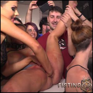 Tina Kay and Sienna Day public fisting and strapon domination in Madrid – HD-720p, deep fisting, long dildo, public fisting (Release June 20, 2018)