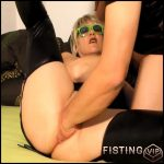 Vaginal fisting sex to mature with really large labia – HD-720p, couple fisting, mature fisting, solo fisting (Release June 22, 2018)