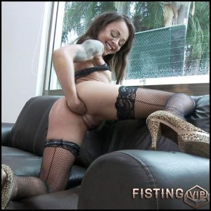 Holly Hendrix DAP, solo fisting to rosebutt – HD-720p, anal fisting, solo fisting (Release July 12, 2018)