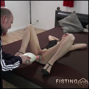 KarinaHH Bowling pin and hand in pussy skinny amateur girl with saggy tits – HD-720p, huge dildo, pussy fisting (Release August 17, 2018)