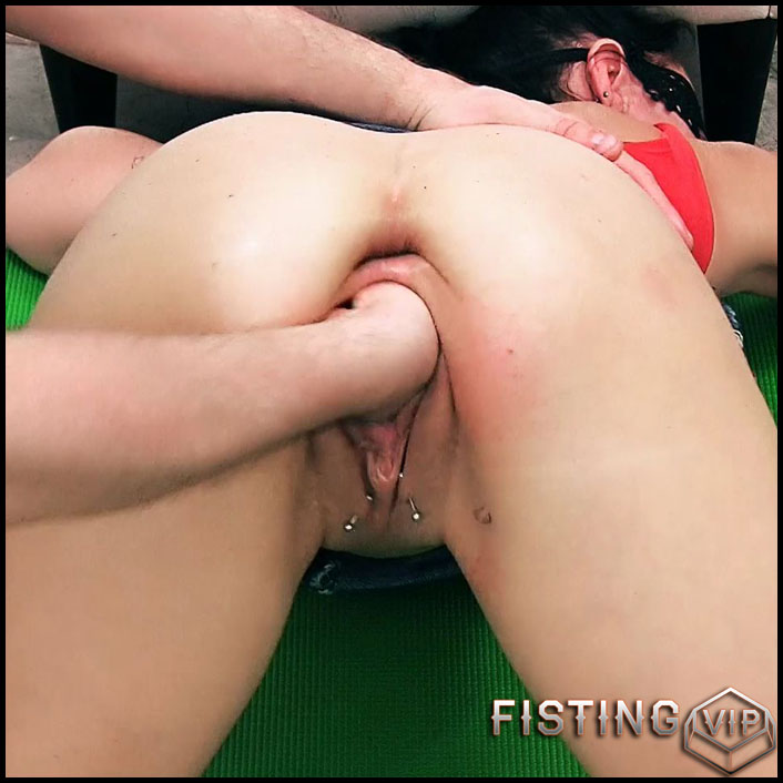 SexySasha brutal fisting and vegetable anal porn to epic prolapse - Full HD-1080p, mature fisting, pussy fisting (Release August 7, 2018)1