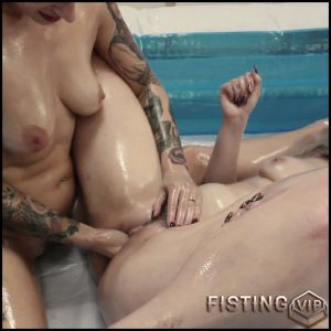 Webcam lesbians BITTXN1 Ava fists Misha covered in oil – Full HD-1080p, lesbian fisting, pussy fisting (Release August 8, 2018)