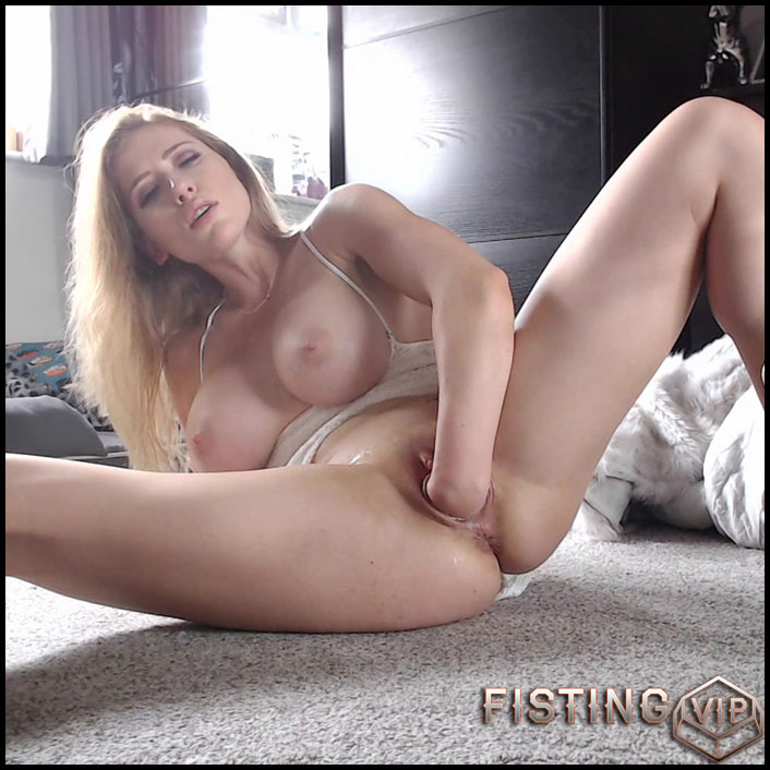 Busty Belarusian girl Anastasiaxxx89 wrist deep fisting - HD-720p, pussy fisting, solo fisting (Release September 20, 2018)