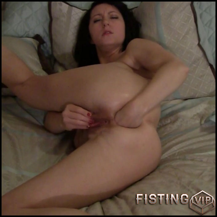 Busty chick Molly Hendricks first try anal fisting and gape loose - Full HD-1080p, anal fisting, solo fisting (Release September 15, 2018)