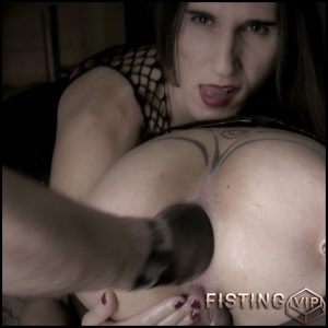 Dirty mature gets double fisted from GF and husband in doggy pose – HD-720p, amateur fisting, double fisting (Release September 23, 2018)