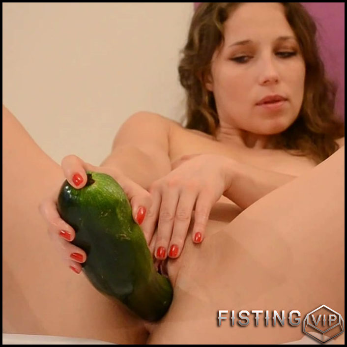 Anjee Lowe amazing vegetable porn and object insertion - Full HD-1080p, vegetable pussy (Release October 4, 2018)