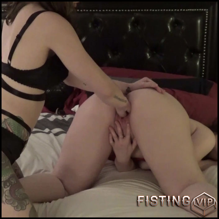 Emily Lynne and Riley Rae lesbians vaginal fisting homemade - Full HD-1080p, lesbian fisting, pussy fisting (Release October 16, 2018)