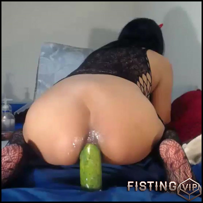 Kinky webcam brunette anal and pussy fisting, vegetable anal and rosebutt loose - solo fisting, vegetable anal (Release October 26, 2018)