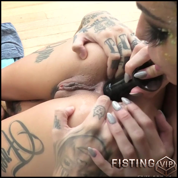Kissa Sins and Leigh Raven whipped cream anal games sexy lesbians - HD-720p, dildo anal (Release October 25, 2018)