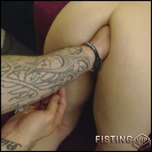 Unique amateur fisting girl Kitty Darlingg hands in places – Full HD-1080p, amateur fisting, solo fisting(Release October 13, 2018)