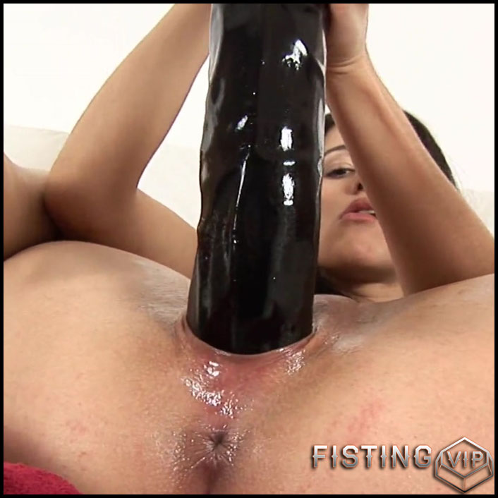 Vickie brutal dildos pussy penetration and try fisting sex - Full HD-1080p, monster dildo, pussy fisting, solo fisting (Release October 27, 2018)