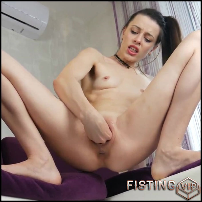 Amateur first vaginal fisting with kinky girl to squirt - HD-720p, pussy fisting (Release November 9, 2018)