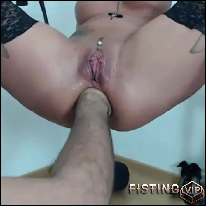 Amateur hanging wife gets fisted and show sweet prolapse - Full HD-1080p, amateur fisting, anal fisting (Release November 23, 2018)