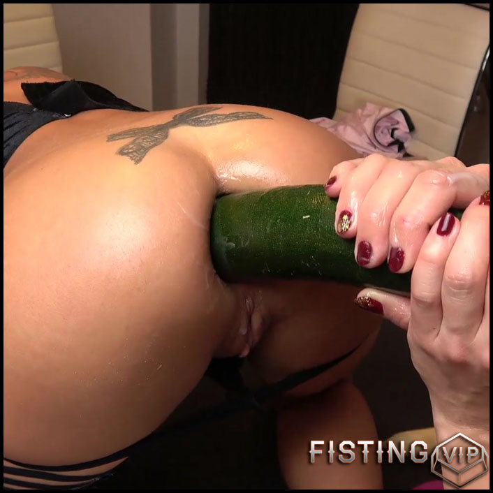 Brittany Bardot anal training with Silvia Dellai FullHD homemade - Full HD-1080p, lesbian fisting, vegetable anal (Release November 29, 2018)