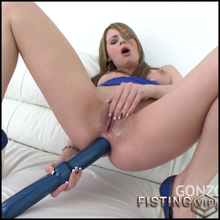 Emily Thorne insertion double side dildo deeply in asshole - HD-720p, dildo anal (Release November 29, 2018)