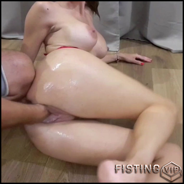 Homemade great busty wife gets vaginal fisted from husband - HD-720p, couple fisting, homemade fisting, pussy fisting (Release November 13, 2018)