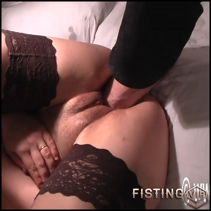 Monster gaping pussy stretching after fisting and footing - Full HD-1080p, amateur fisting, couple fisting, foot fisting (Release November 16, 2018)