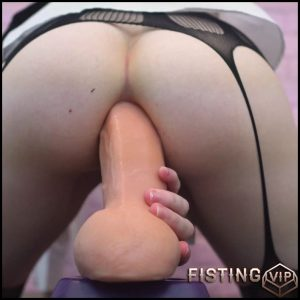 A She Takes A Ride And Little Gape Stretching – Tweetney – 4K porn