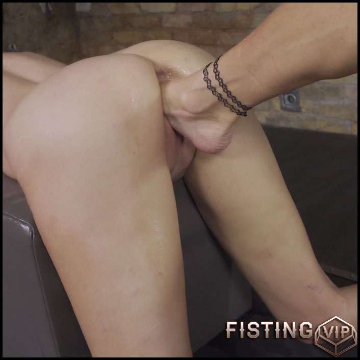 Abuse Lesbians Vaginal Footing And Fisting Closeup – Queensnake 1