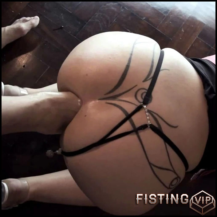 Mature Lesbian Anal Fisting