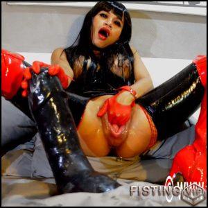 Rubber asian brunette penetration shocking black dildo in huge pussy – HD-720p, colossal dildo, dildo anal, monster dildo (Release December 3, 2018)