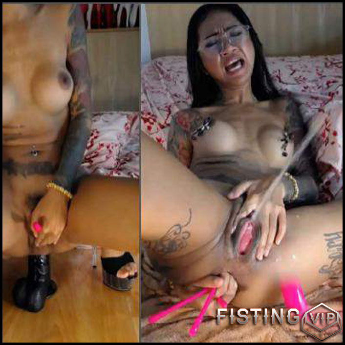 Big Tits Girl Squirt After Huge Dildo Anal Rides - Asianqueen93