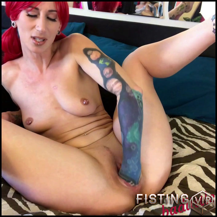 From Fingers To Fists Anal And Vaginal To Gape - Badlittlegrrl - Solo Fisting