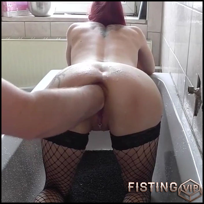 Homemade Vaginal Fisting Sex In The Bathroom With Redhead Wife - Pussy Fisting