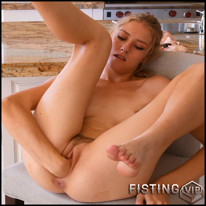 Mazzy IV Penetration Play Teen Fisting And Vegetable Porn - Vegetable Pussy1