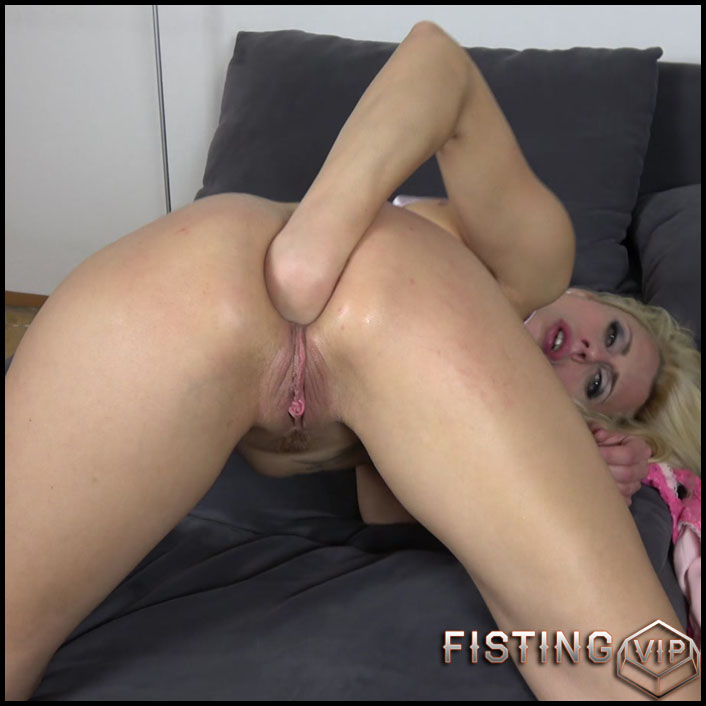 Extreme Anal Pleasure 4K – Prolapse Squirt - Brittany Bardot - Solo Fisting