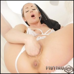 Custom Naughty Anal Gape Stretched – Sheena Shaw – Solo Fisting