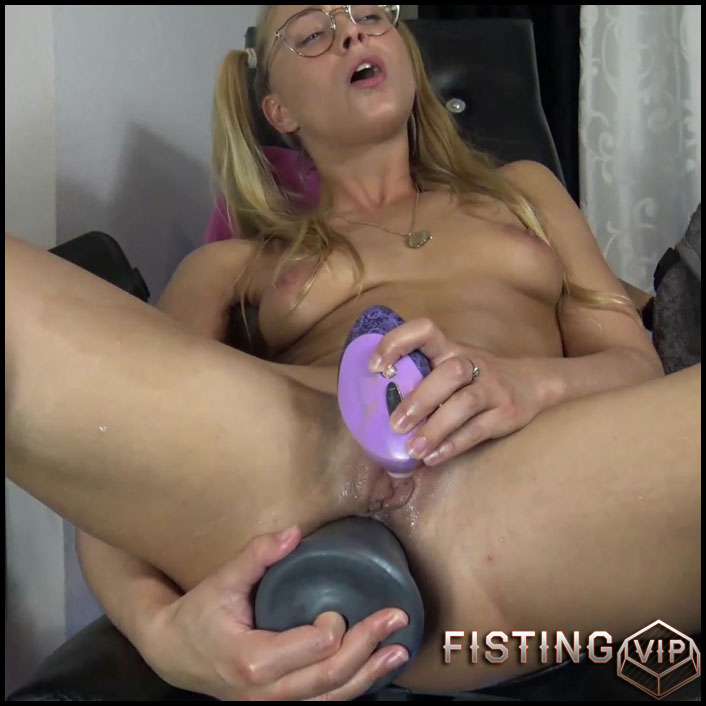 Rides On A Pyramide Dildo Sitting On A Gynecological Chair - Siswet19 - Huge Dildo