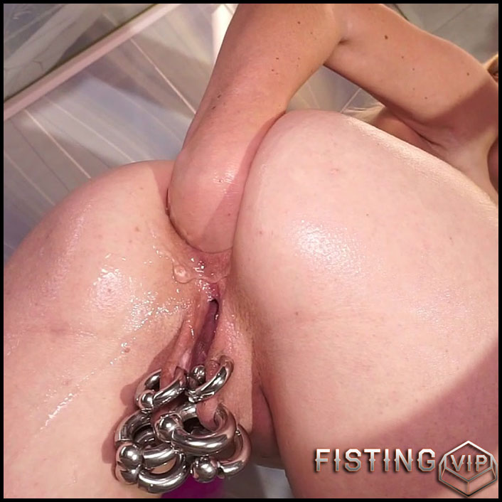 Water Belly Inflation And Anal Fisting In Bathroom - Jenny Simpson - Solo Аisting