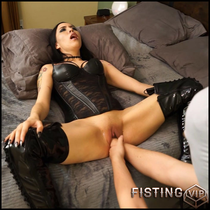 Fisting In Black Boots With Husband Amateur - JasmineDark - Pussy Fisting