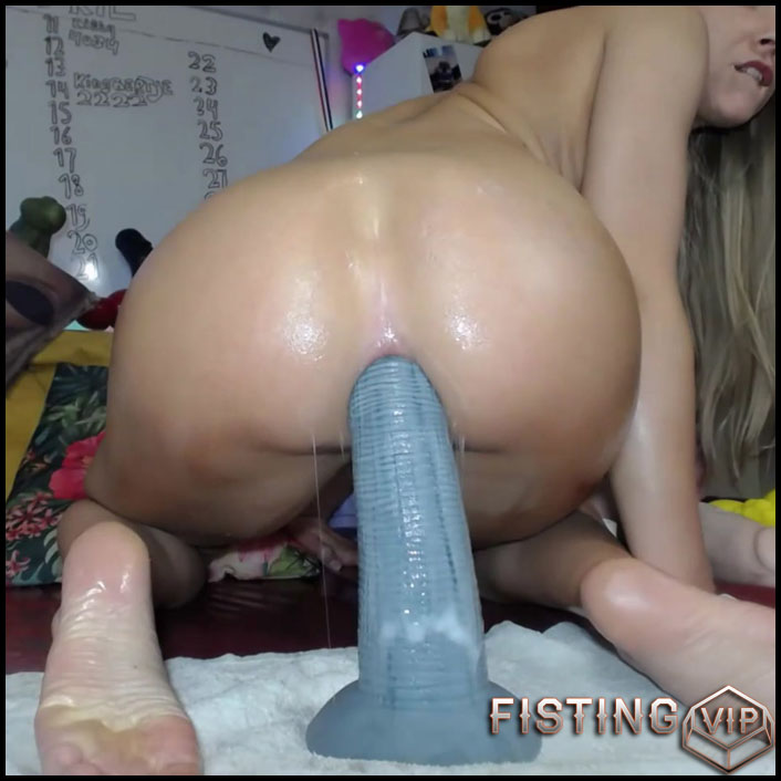 Teen Big Ass Rides Dildo