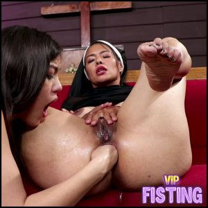 Strapon And Fisting Lesbians Domination – Kendra Spade and Dana Vespoli – Colossal Dildo