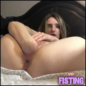Webcam Cute Blonde Penetration Dildo And fist In her Gaping pussy -Webcam Fisting