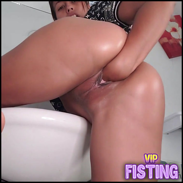 Fisting In The Bathroom To Squirt - Kristybennt Kristy Bennet
