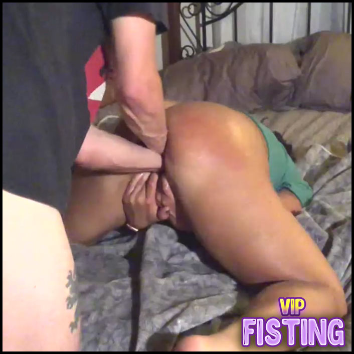 Unique Amateur Booty Wife Gets Amazing Double Fisting From Her Husband
