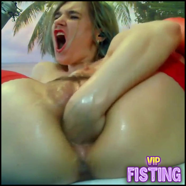 Large Labia Teen Really Rough Vaginal Fisting - Tuttipussy