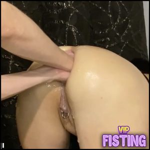 Big Ass Brunette Gets Really Monster Ball And Double Fist In Her Asshole – Double Fisting