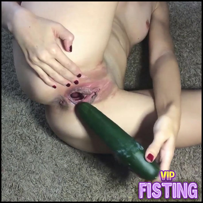 Horny Skinny Wife long Cucumber Penetration Deep In Pussy