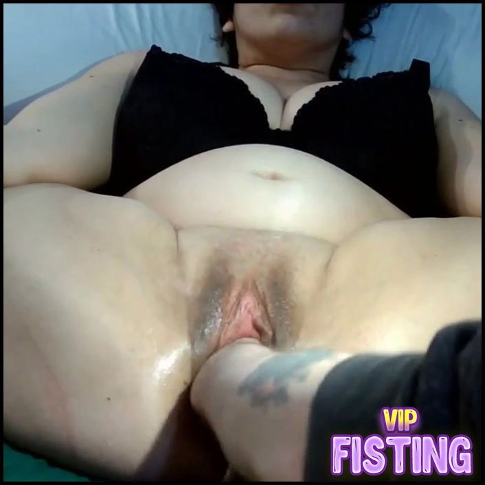 Fatty Big Tits Wife Gets Fisted From Husband and Self Fisting Too